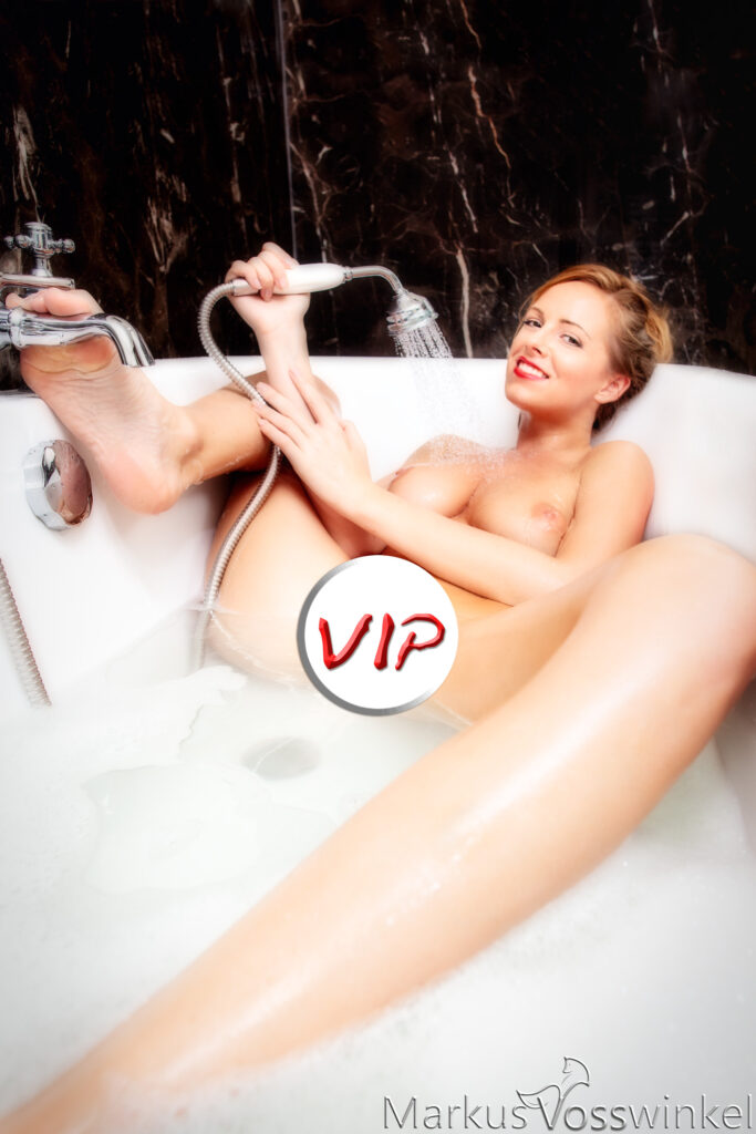 VIP-Preview, in the bathtub